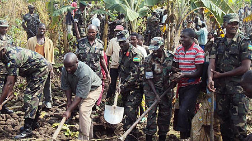 RDF soldiers joined by residents to kick start the construction of houses for the needy. (Photo; B Mukombozi)