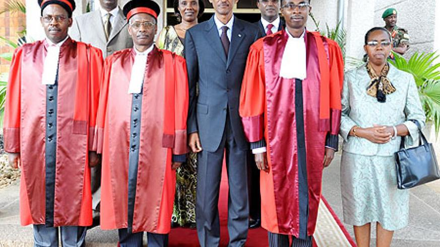 President Kagame and senior members of the government pose for a group photo with newly sworn-in judges yesterday (photo Urugwiro Village)