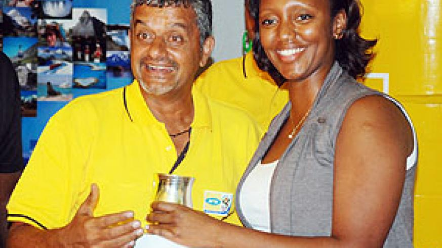 Rajan (l) can't hide his glee as he receives the day's top prize from MTN's Senior Marketing Executive Yvonne Makolo