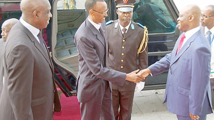 President Kagame arrives at the Parliament in Kinshasa and is welcomed by the president of the National Assembly, Evariste Boshab (Photo Urugwiro Village)