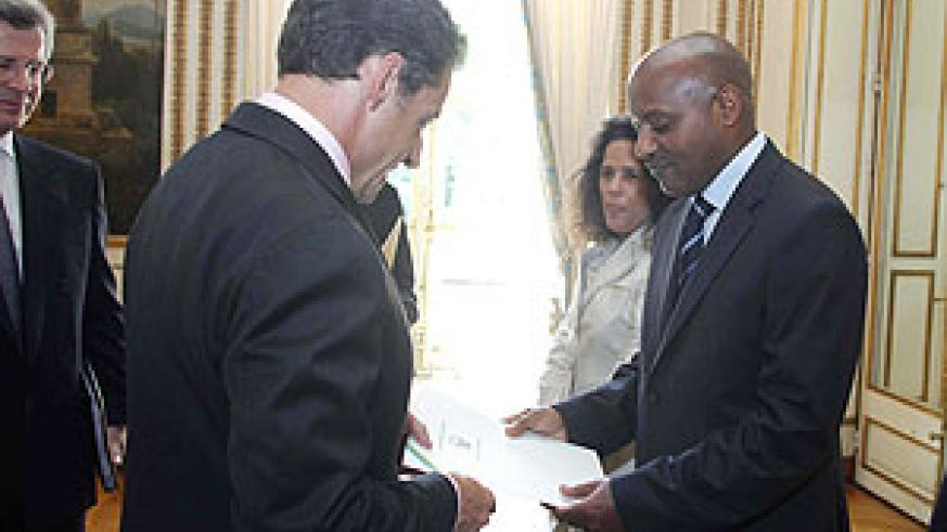 Rwanda's new ambassador to France, Jacques Kabale presenting his credentials to President Nicolas Sarkozy. (Courtesy photo)