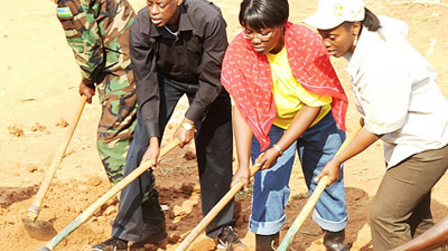The Minister of Defence Gen. James Kabarebe, president of the National Women Council Dr. D Gashumba and Minister for Gener and Family Promotion. Dr. J Mujawamariya participate in communal work. Photo Goodman.