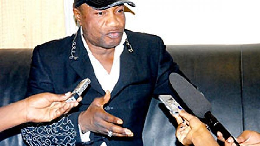 Kofi Olomide addressing local journalists upon his arrival at Kigali airport's VIP lobby.
