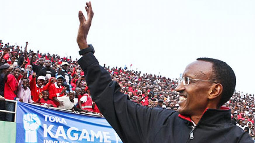 President Kagame waves at the excited RPF supporters (Photo Urugwiro village)