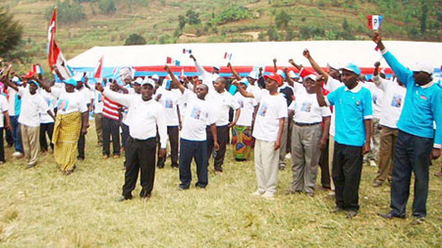 RPF supporters show their commitment to the party during a campaign rally in Nyankenke Sector last Saturday. (Photo: A. Gahene)