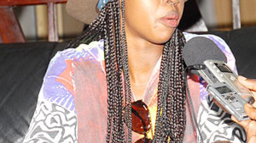 Lauryn Hill speaking to the media at Kigali International Airport  yesterday ( Photo;  F. Goodman )