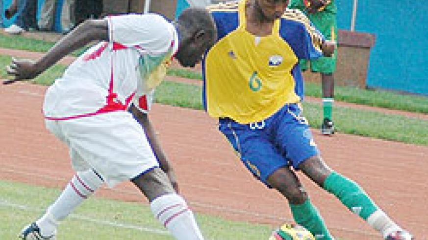 Jean Claude Iranzi tries to dribble past a Mali player during the 2009 Africa Youth Championship. (File Photo)