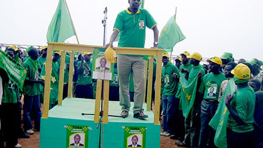 PL presidential candidate Prosper Higiro addressing supporters at Byumba Taxi Park last week (Photo: A. Gahene)