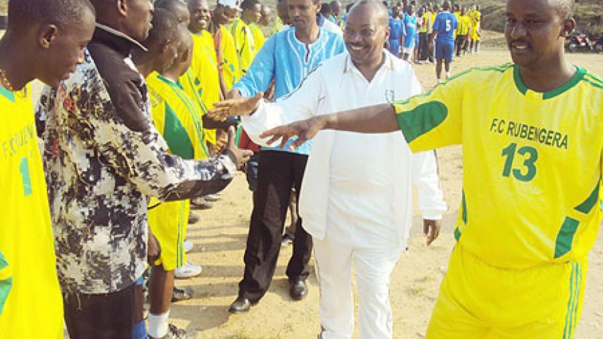 Karongi district mayor Bernard Kayumba (wearing jersey number 13) introducing his team to Governor Célestin Kabahizi (wearing white track suit). [Photo: S. Nkurunziza]