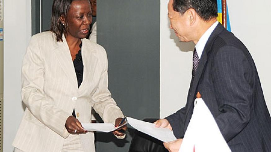 Foreign Affairs Minister Louise Mushikiwabo, with Japanese Ambassador, Kunio Hatanaka yesterday (Photo: F Goodman)
