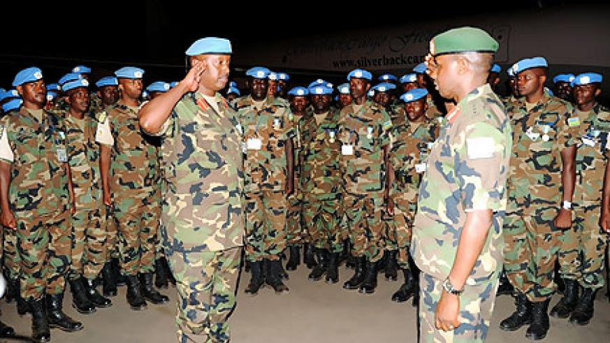 Lt. Gen. Ceasar Kayizari (R) welcomes the peacekeepers led by Col. Chris Murari yesterday. (Photo  F. Goodman )