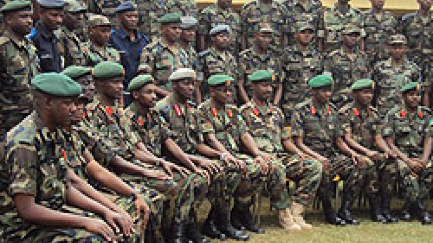 RDF officers pose for a group photo with the CDS and other senior officers (Photo: B.Mukombozi)