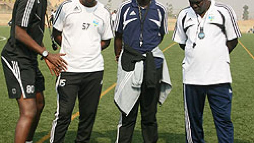 Amavubi Stars coaching staff brainstorming after the team's last training session before leaving for Ivory Coast on Wednesday, right Sellas Tetteh listens as his assistant Eric Nshimiyimana (L) talks. (Photo/ E. Niyonshuti)