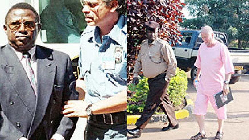 L-R : Theoneste Bagosora (c) ; Peter Erlinder (R) being escorted to court in Kigali (File photo)