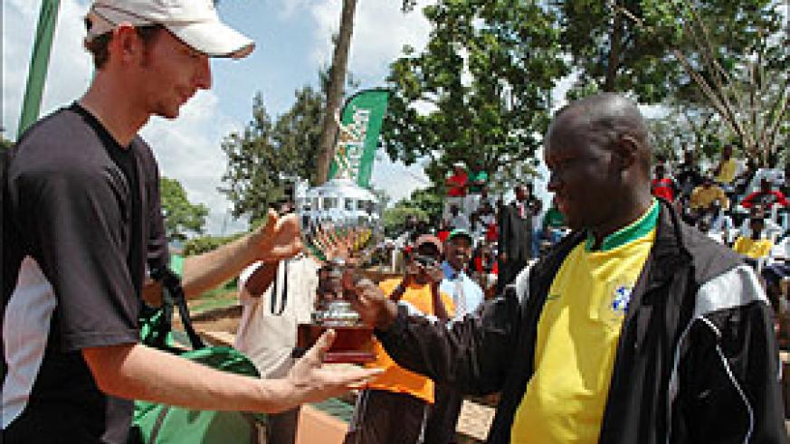 Matwe Middelkoop receiving the winner's trophy from Sports minister  Joseph Habineza back in 2007. (File Photo)