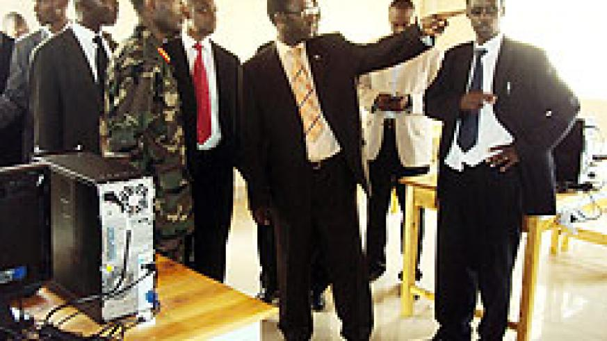 Gov Fidele Ndayisaba (C) touring the Institute's premises, right if the Rector Dr Ngamije (Photo: P. Ntambara)