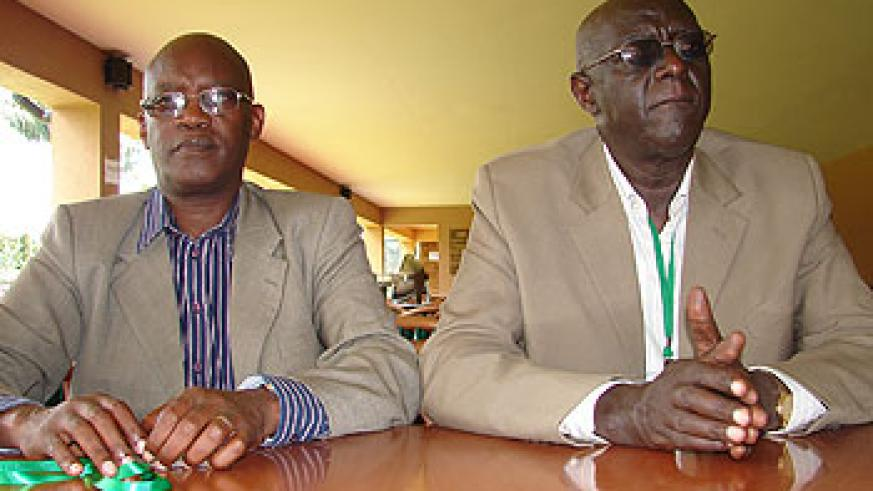 Dr Laurien Nyabyenda flanked by Dr Felix Kayihura (Photo E. Kabeera)