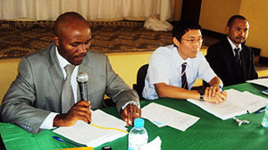 Jusuf Mugiraneza, Executive Secretary of the Eastern Province (R) during the meeting with JICA officials (Photo; S. Rwembeho)