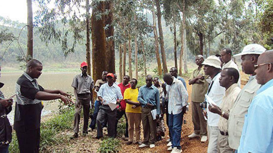 Joseph Zaraduhaye explains to the Burundian  delegation some of the new approaches used to transform farming along  the banks of Lake Burera. (Photo: B. Mukombozi)