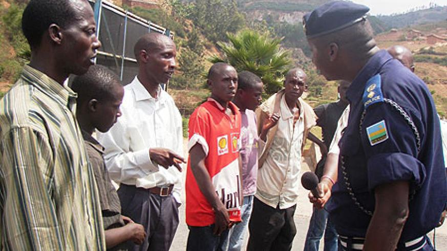 Police Spokesman, Eric Kayiranga speaking to parents of the repatriated children at Akanyaru (Photo; P. Ntambara)