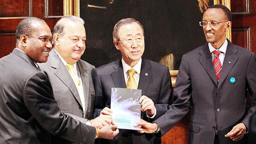 President Kagame and Carlos Slim with Dr Toure of ITU present the Report of the Broadband Commission to the UN Secretary General Ban ki-Moon, yesterday. (Photo Urugwiro Village)