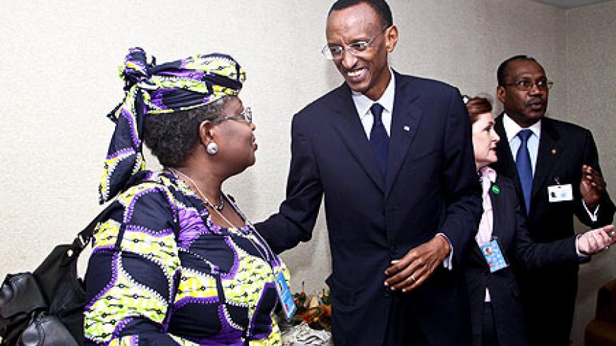 President Kagame speaks with Dr Ngozi Okonjo-Iweala of the World Bank at a meeting on broadband held at the ITU offices in New York