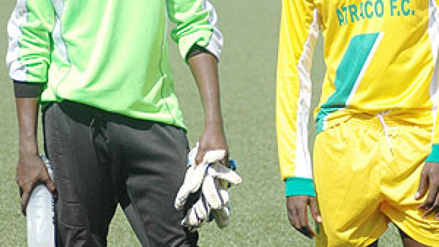 Johnson Bagoole (R)  was with goalkeeper Jean Luc Ndayishimiye (L) at Atraco, and the pair is likely to play together again at APR. (File photo)