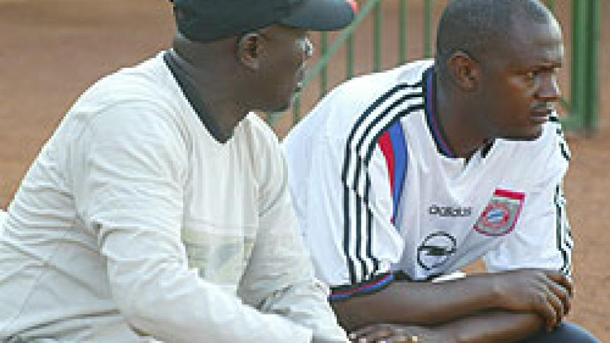 BACK IN THE DAYS: Ruremesha (R) with the Atraco head coach Jean Marie Ntagwabira. The former Atraco assistant has now promised to end Rayon's trophy drought. (File Photo)