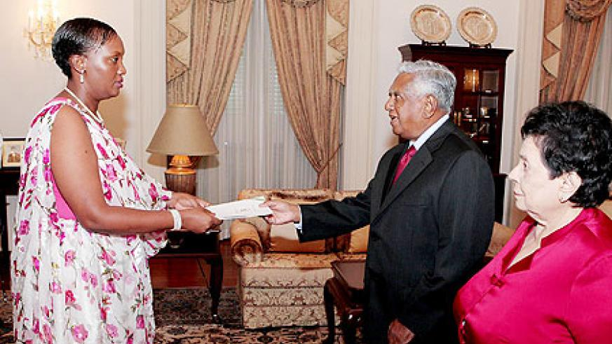 The new High Commissioner to Singapore, Jeanine KAMBANDA, presenting her credentials to President Sellapan RAMANATHAN yesterday.