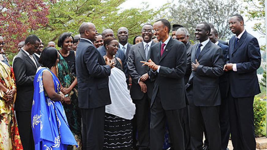 President Kagame enjoying a light moment with the Ministers after the swearing-in ceremony, yesterday (Photo Urugwiro Village)