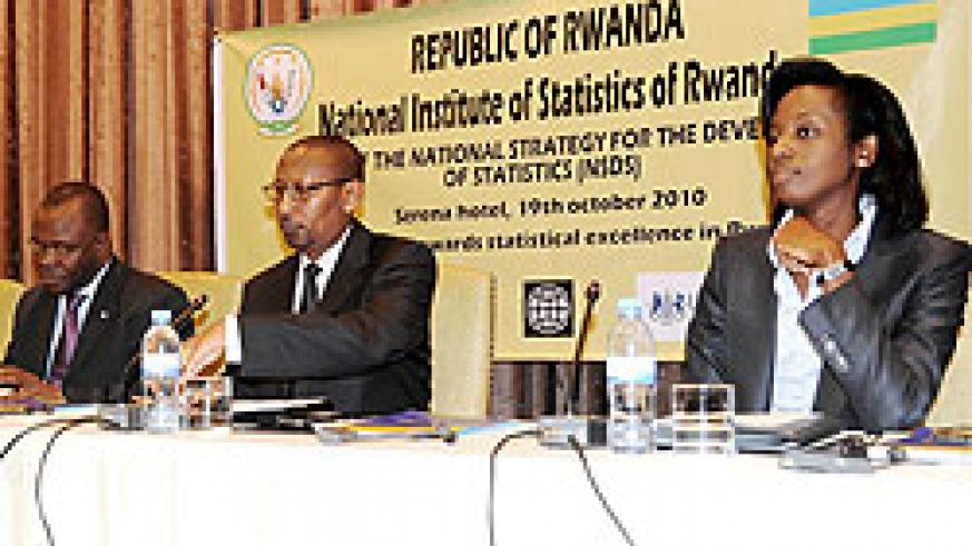L-R; Aurelien Agbenonci, John Rwangombwa and Ngendo Karusisi during the meeting (Photo T. Kisambira)