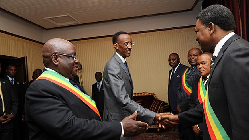President Kagame being introduced to some members of the Congolese Congress yesterday (Photo Urugwiro Village)