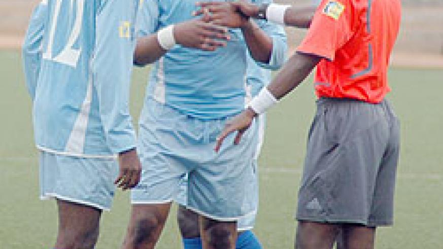 Rayon players try to persuade the referee in a previous league game. The Blues succumbed to a 2-0 defeat yesterday against arch rivals Kiyovu. (File Photo)