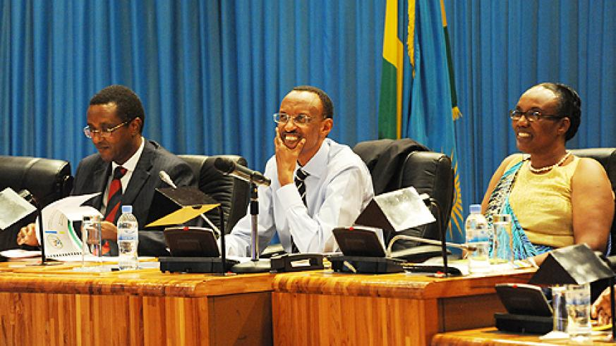 President Kagame chaired the National Dialogue that kicked off yesterday. Senate President, Vincent Biruta (L) and the Speaker of Parliament, Rose Mukantabana look on. (Photo Village Urugwiro)