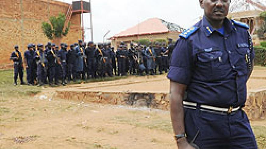 Kigali RPC Chief Superintendent Rutikanga leaves the Prison after the operation.