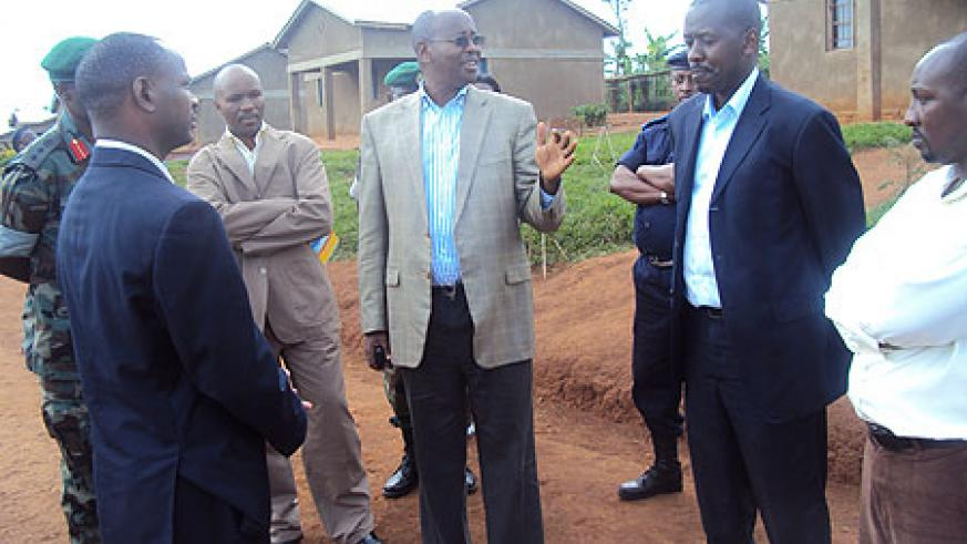 Minister James Musoni (c) talking to the Mayors. Photo by S. Rwembeho.