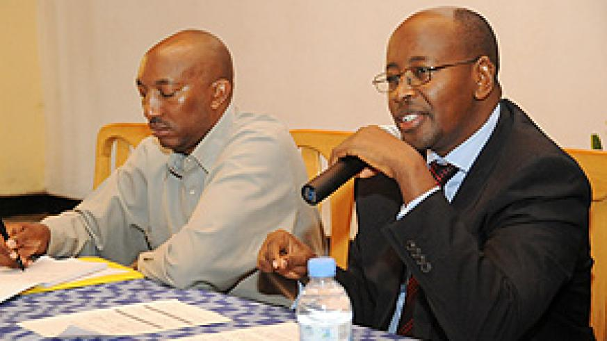 Eugène Barikana (L) with James Musoni the Minister of Local Governmemt during the meeting ( Photo T.Kisambira)