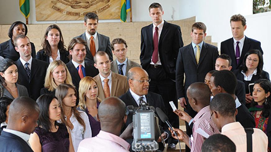 Prof. Thomas speaks to journalists after the Harvard Business School delegation met with President Kagame at Village Urugwiro, yesterday. (Photo/ Village Urugwiro).