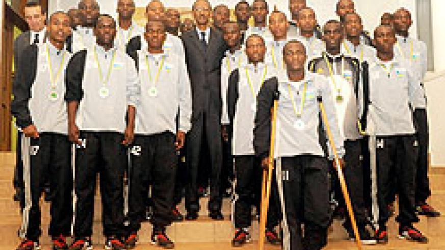 The Junior wasps pose for a photo with President Kagame he met them at Village Urugwiro, yesterday. (Photo / T. Kisambira)