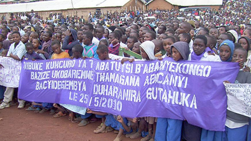Congolese refugees at Gihembe refugee camp display placards to mark the seventh commemoration of their kin massacred by Interahamwe. (File photo)