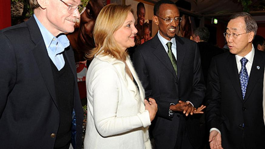 (L-R) World Bank President, Robert Zoellick, WFP boss, Josette Sheeran and UN Secretary General Ban Ki Moon speak with President Kagame after the event. (Photo Village Urugwiro)