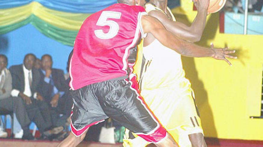 Fiston Muhire (R) is part of Rwanda's provisional team for the Zone 5 basketball championship. (File photo)