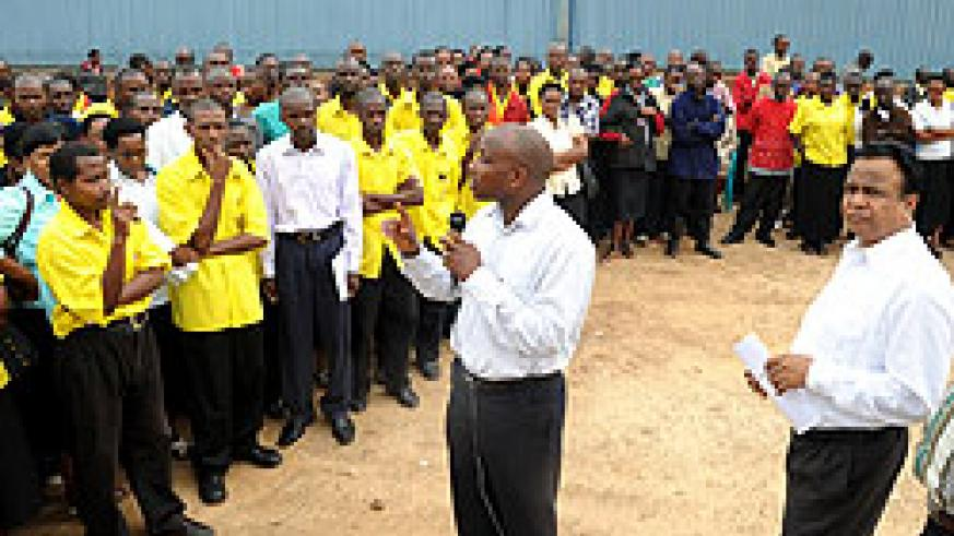 Gasabo District Executive Secretary Ibrahim Ndagijimana  talking to UTEXRWA employees on Monday as the company Chief Trivedi Deepak (R) looks on. (Photo J Mbanda)