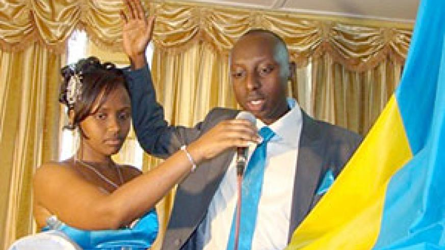 Aime Uwimana lifting up his right hand exchanging vows with wife to be Claire Uwayezu at Nyarugenge Sector (Net Photo)
