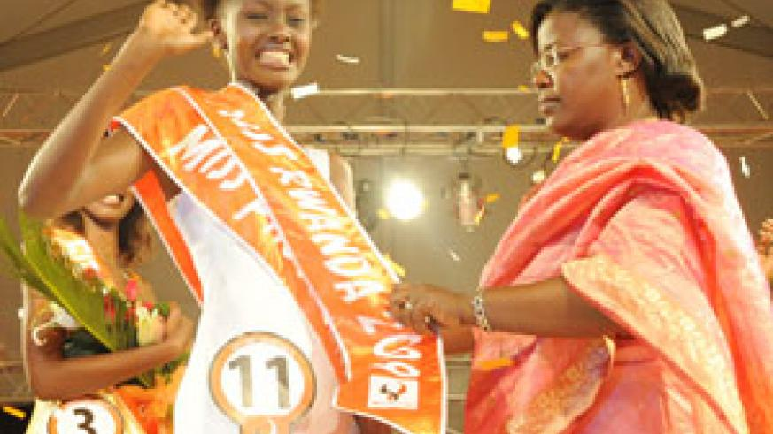 Tears of Joy! Miss Rwanda 2009, Grace Bahati being crowned by Minister of Gender and Family Promotion, Dr. Jeanne d'Arc Mujawamariya.