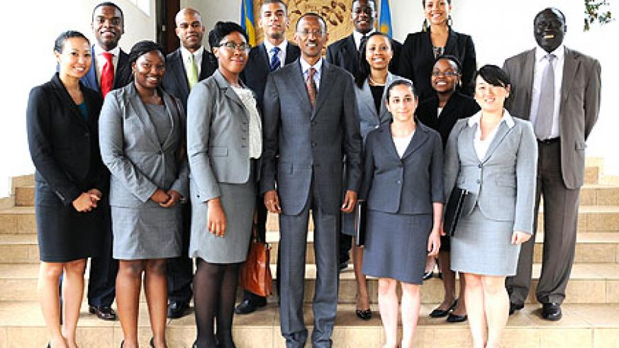 President Kagame with the Harvard Law students at Village Urugwiro, yesterday. (Photo. Village Urugwiro)
