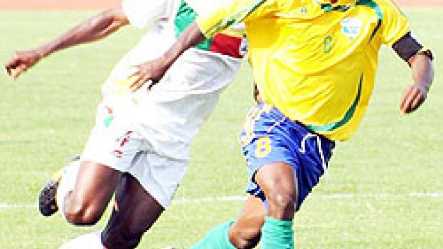 Amavubi captin Haruna Niyonzima (R) has called upon his teammates to rise up to the challenge this Saturday. (File Photo)