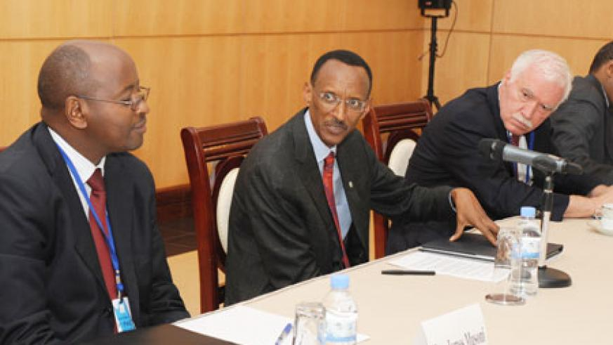 President Kagame, yesterday, chaired the 8th Presidential Advisory Committee meeting. Looking on is Joe Ritchie (R) and Minister of Local Government, James Musoni (L).