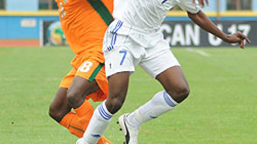Charles Tibingana (R) fights for the ball with an Ivory Coast player during the 2011 Africa Junior Championship. (File photo)