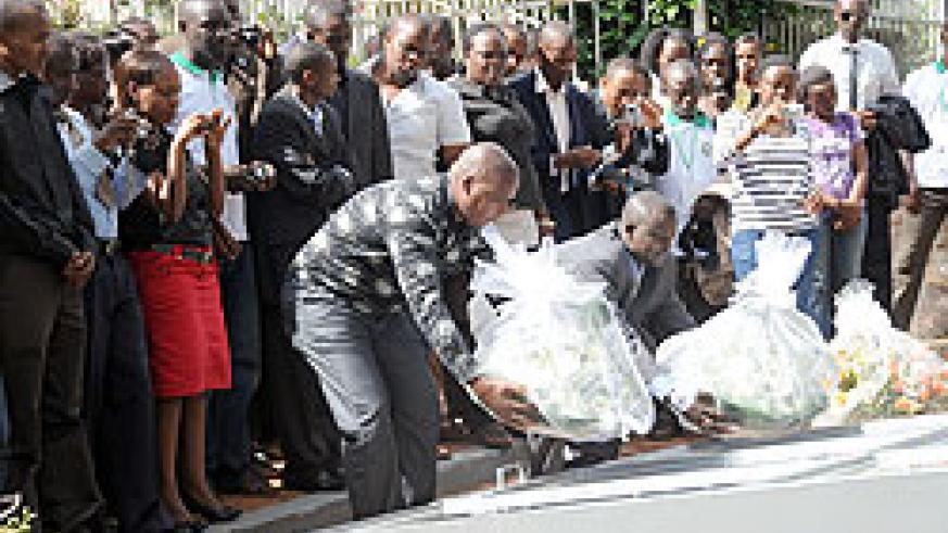 Ministry of Youth PS Edward Kalisa (right laying wreath) leads EAC youth in paying tribute to Genocide victims at Gisozi. (Photo J Mbanda)